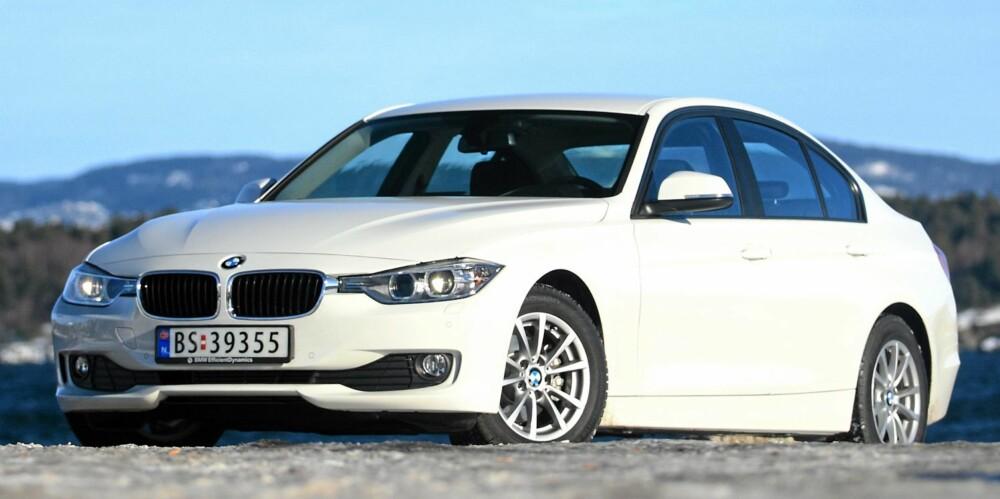 STØY: Det er ganske markert veistøy i nye BMW 3-serie, selv med piggfri vinterdekk. Snaut 68 dBA i 100 km/t er ikke imponerende for en bil i denne klassen.
