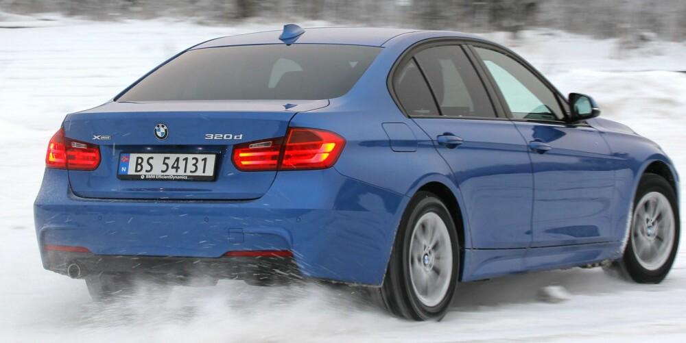 LEKEKOMPIS: 60% av kreftene sendes i retning bakhjulene. Det gjør BMW 320dA xDrive til en morsom lekekompis på glatt føre, men bidrar også til bedre framkommelighet. FOTO: Petter Handeland