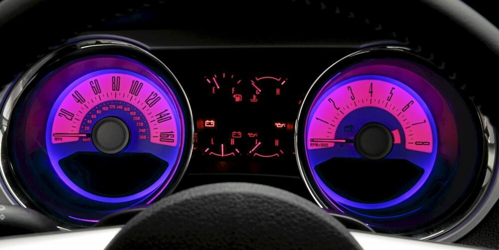 OPPSTILT TIL 160: Med større motor følger også nytt speedometer. Oppstilt til 160, i miles per hour vel og merke.