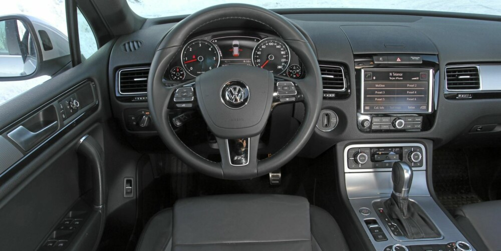 STILIG: VW Touareg slåss med prestisjemerker som BMW og Mercedes, men holder fint stand innvendig.