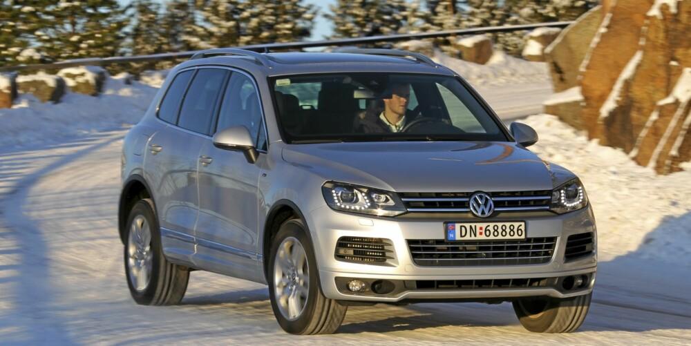 LETTKJØRT: Tross høy vekt er VW Touareg presis og forutsigbar på glatt føre.