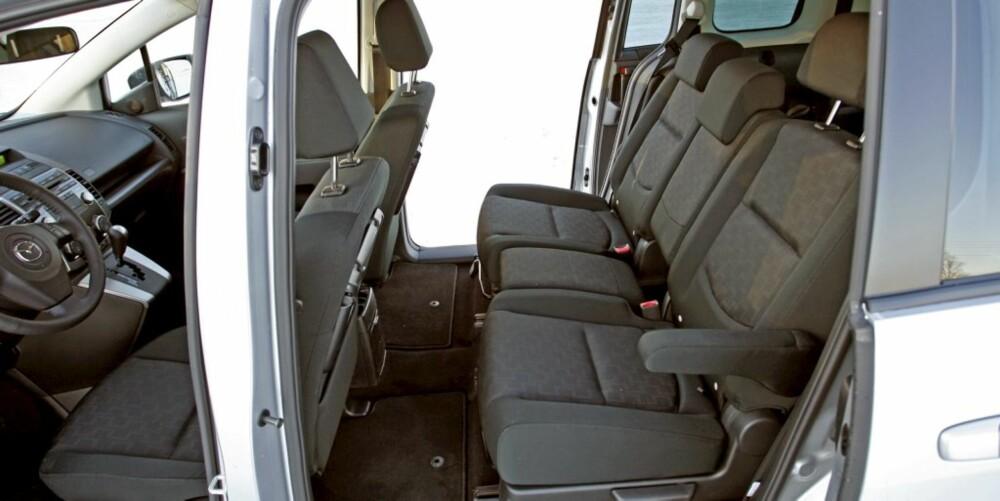RETT INN: Skyvedørene gir enkel adgang til baksetet, men den midterste sitteplassen er ikke like god som de to andre.