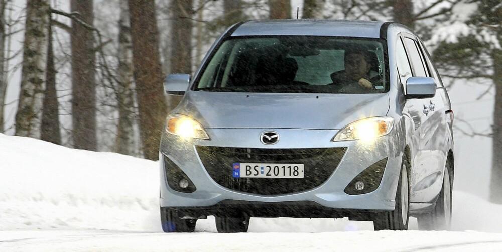 STORT GLIS: En grill formet som et smil er Mazdas kjennetegn. Kjøreegenskapene gir også grunn til å smile, i en bilklasse der det tidligere ikke skjedde så ofte.