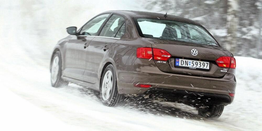 DØR HEN: Fronten til Jetta har VWs konservativtpene fjes. Bak dør designen hen i svært konvensjonelle sedanformer. FOTO: Egil Nordlien, HM Foto
