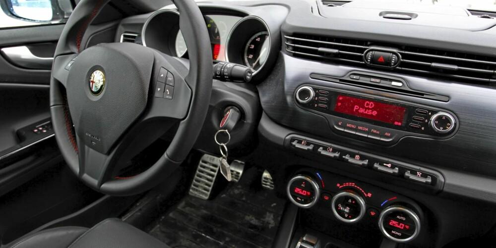 Alfa Romeo Giulietta gir et bra kvalitetsinntrykk og har ryddig betjening.