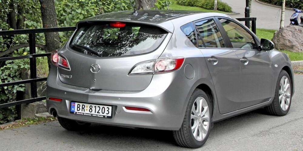 NOK: Mazda 3 er rommelig nok for de fleste; selv store, bakovervendte barneseter går inn. Bagasjerommet er også anvendelig.