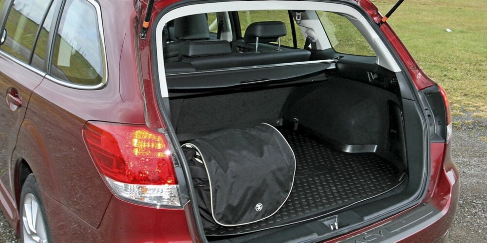 STORT NOK: Den store bakseteplassen stjeler litt lengde fra bagasjerommet med sine 526 liter lastevolum.