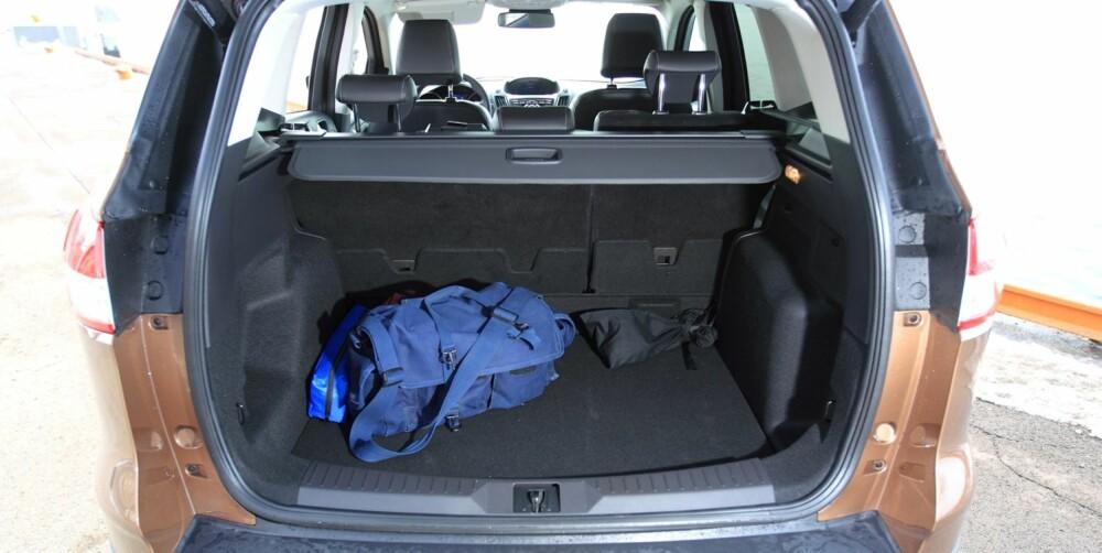 IKKE LANGT: Om beinpplassen i baksetet er god, er bagasjerommet fortsatt ganske kort. Derimot er det ganske høyt. 481 liter bagasjevolum er mer enn i VW Tiguan, men mindre enn ferske japanske konkurrenter. FOTO: Egil Nordlien, HM Foto
