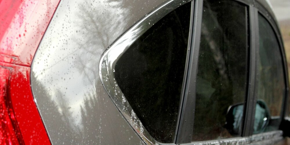 STIL: Også den nye Honda CR-V har vindusformer bakover på bilen som gir visse coupéassosiasjoner. Ulempen er dårlig sikt bakover. FOTO: Egil Nordlien, HM Foto