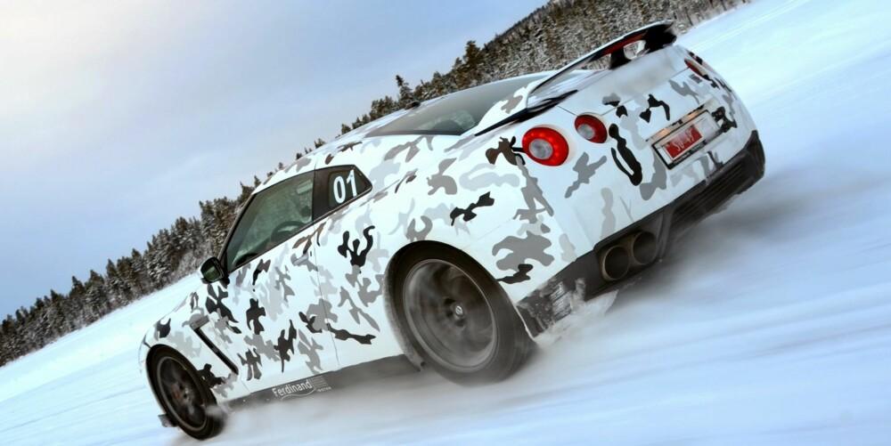 KOSTBAR: Den norske avgiftspolitikken sørger for at Nissan GT-R blir en veldig sjeldent syn på norske veier. Den koster i underkant av to millioner kroner. Foto: Petter Handeland