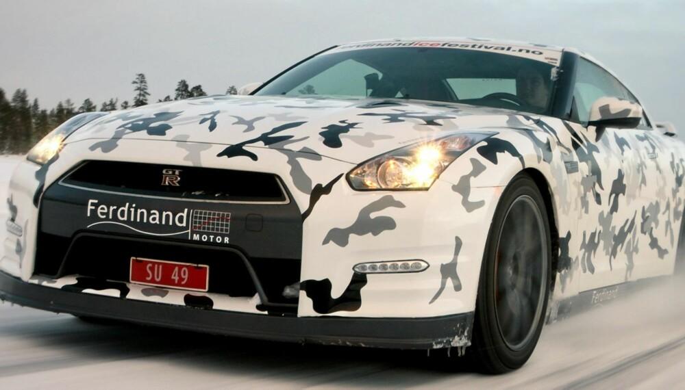 NORGESVENN: Nissan GT-R er faktik som skapt for norske kjøreforhold. Firehjulsdrift er en ting, men til superbil å være har den god bakkeklaring og fin fjæringskomfort. Foto: Petter Handeland