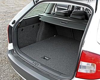 605 LITER: Octavia er en av de bilene i klassen med aller størst bagasjerom.