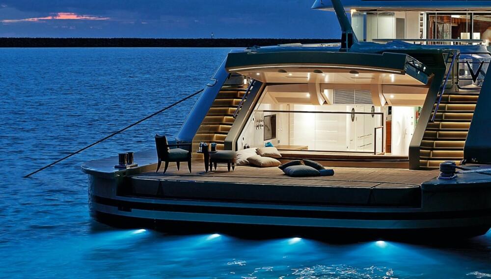 DRØMMER: Man kan jo drømme om å sitte her, på en superyacht oppankret i sydlige strøk, med lavmælt bakgrunnsmusikk og en gin & tonic hvilende i hånden. FOTO: Kluas Jordan