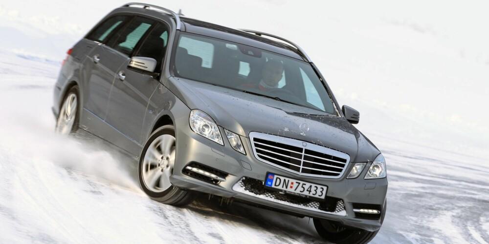 INGEN BAMBI: Mercedes E-klasse på glattisen.
