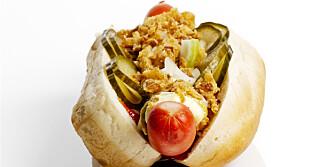 PØLSE: Styr unna ekstra kalorier i form av rekesalat, bacon og ost. ILLUSTRASJONSFOTO: Colourbox