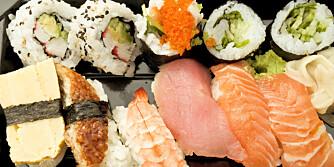 SUSHI: Renskåret fisk er sunt, men friterte tempurabiter og mye hvit ris kan fort bli kaloririkt. ILLUSTRASJONSFOTO: Colourbox