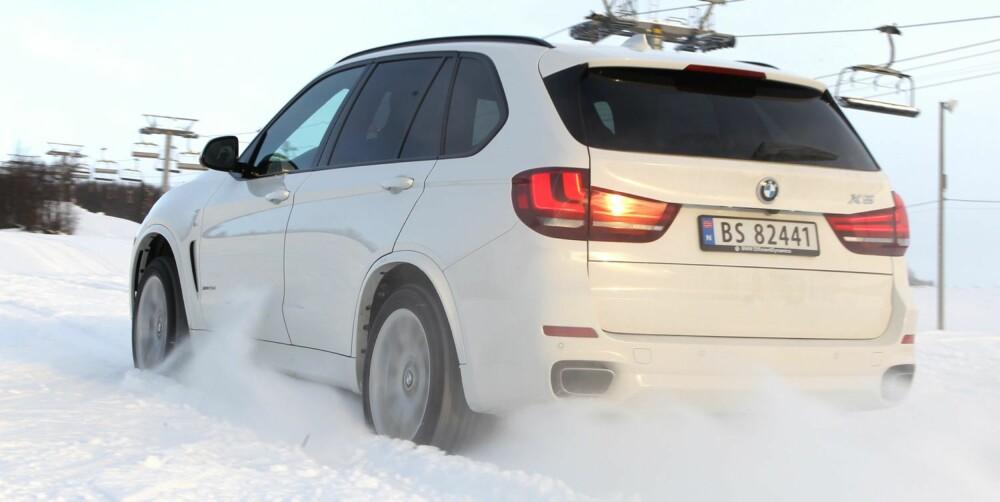 KRAFTIG: Du vil neppe føle at det mangler krefter i en BMW X5 xDrive30d. 258 hk fra en treliters diesel er deilig. FOTO: Petter Handeland