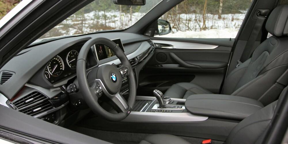 MODERNE: Førermiljøet i BMW X5 har klare likhetstrekk til det du finner i 5-serie. FOTO: Petter Handeland