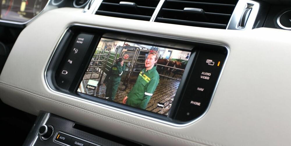 FOR YOUR EYES ONLY: En såkalt dualview-skjerm gjør at TV bare kan sees fra passasjersetet.