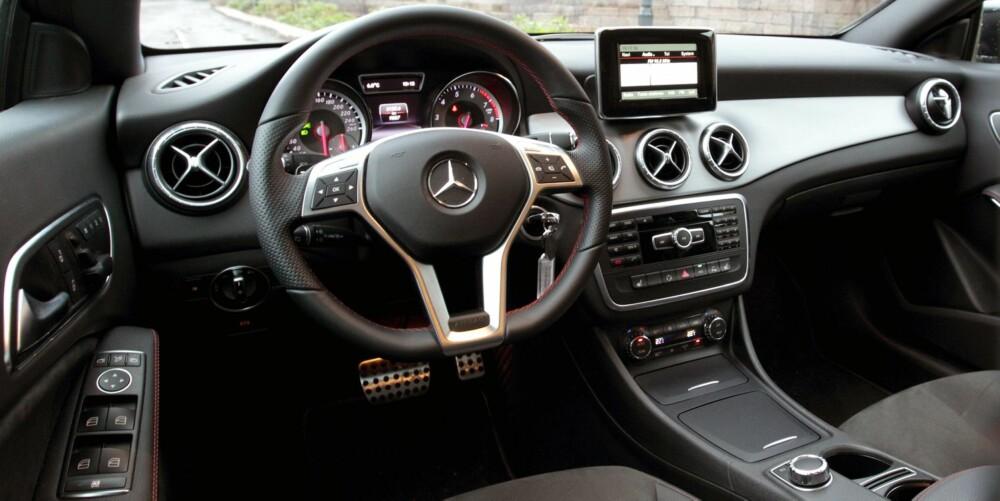 YNGRE: Interiørstilen i Mercedes CLA er betydelig yngre og mer sporty enn i for eksempel C-klasse. FOTO: Egil Nordlien, HM Foto