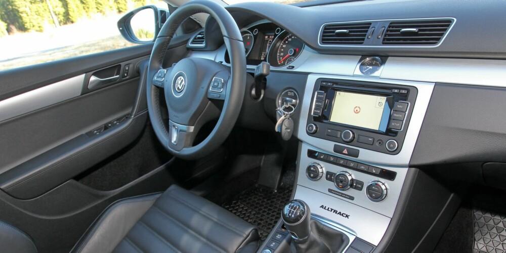 RYDDIG: Innvendig er VW Passat Alltrack lik en vanlig Passat. Det er godt, for få biler kan skilte med like gjennomført funksjonalitet og ergonomi. FOTO: Terje Bjørnsen