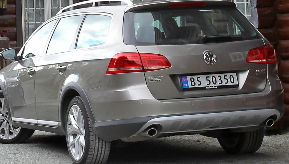 HYTTEBILEN: VW Passat Alltrack kler den nye norske hyttelivsstilen som hånd i hanske. FOTO: Petter Handeland