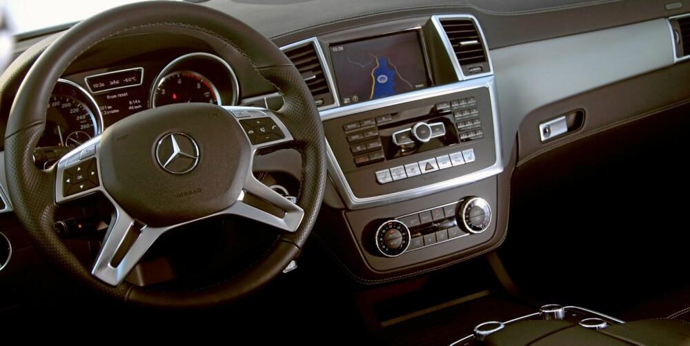 RYDDIG: Mercedes ML 250 BlueTec gir en avslappet kjøreopplevelse. Instrumentene er lette å bruke og har et ryddig oppsett. FOTO: Egil Nordlien, HM Foto