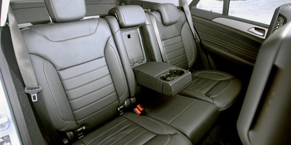 GOD PLASS: Plass pleier ikke å være SUV-ers sterkeste side. I ML er det imidlertid mer enn nok plass til både passasjerer og bagasje. FOTO: Egil Nordlien, HM Foto