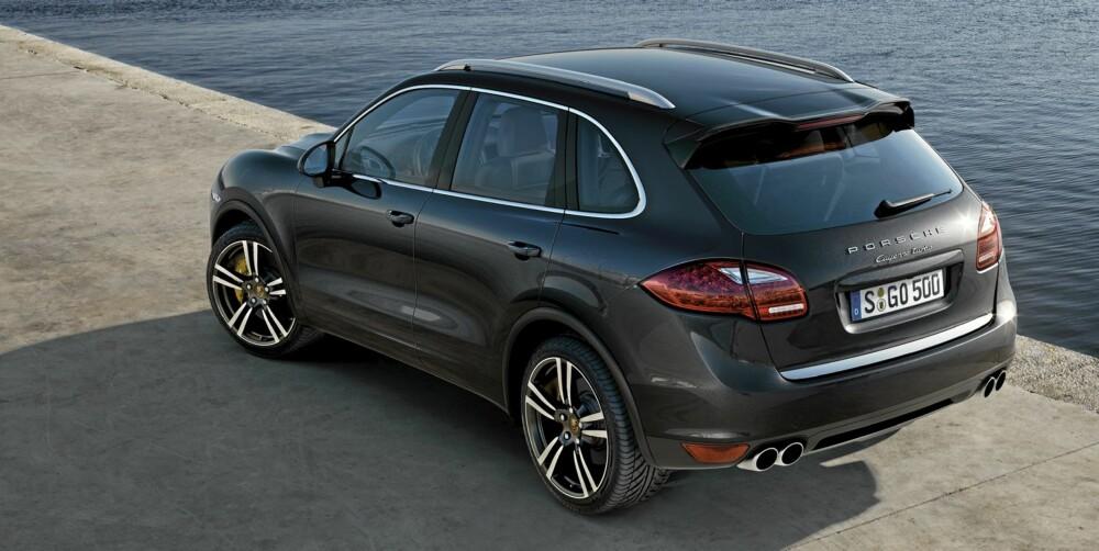 PRAKTISK: Den nye Porsche Cayenne er mer rommelig enn før, og bagasjerommet og bagasjeluka er større.