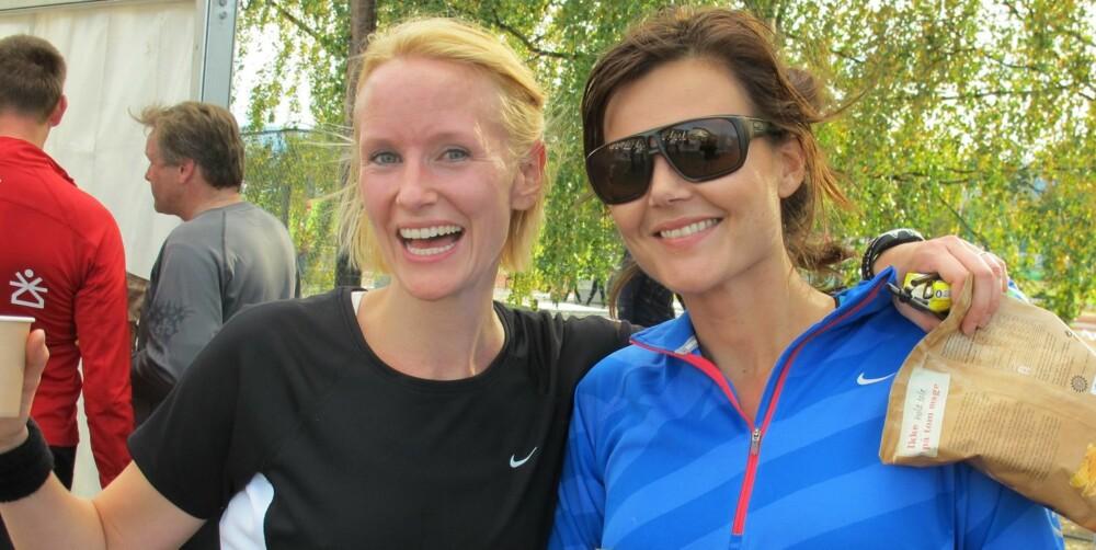 BRAGD: Clara Osnes Jalland og Carina Strømme feirer bragden bak målstreken på Birkebeinerløpet i 2011.