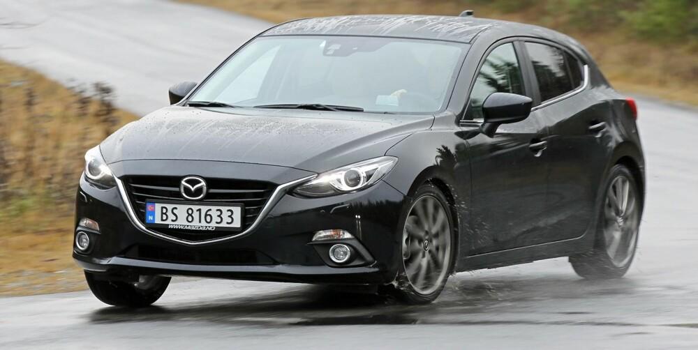GI GASS: Motoren i Mazda 3 krever at du bruker girspaken om du skal ha fram det beste i den. Til gjengjeld svarer den godt når den får litt turtall.