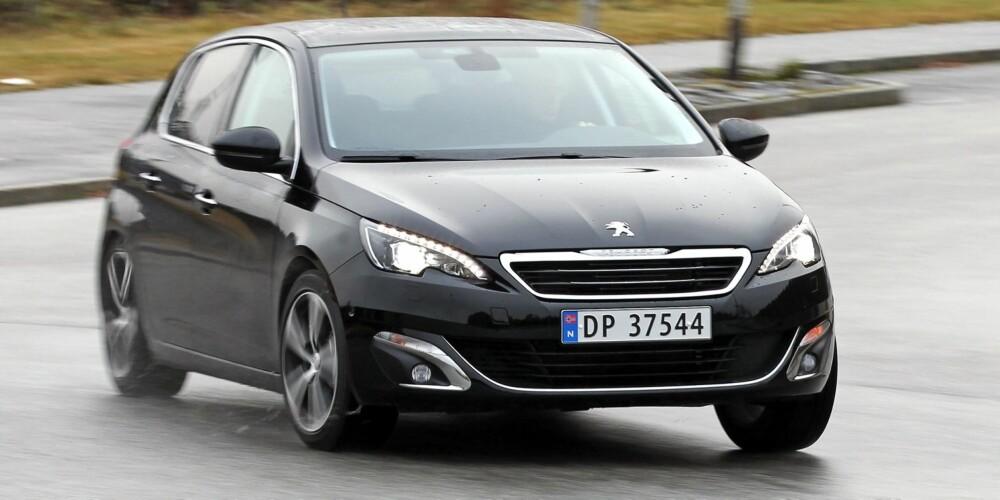 LETTKJØRT: Peugeot 308 1,6 THP er den motormessige mellomtingen i sylindervolum. Motoren er lettkjørt, men maksytelsene er bedøvet av høy girutveksling, og den bruker mest bensin.