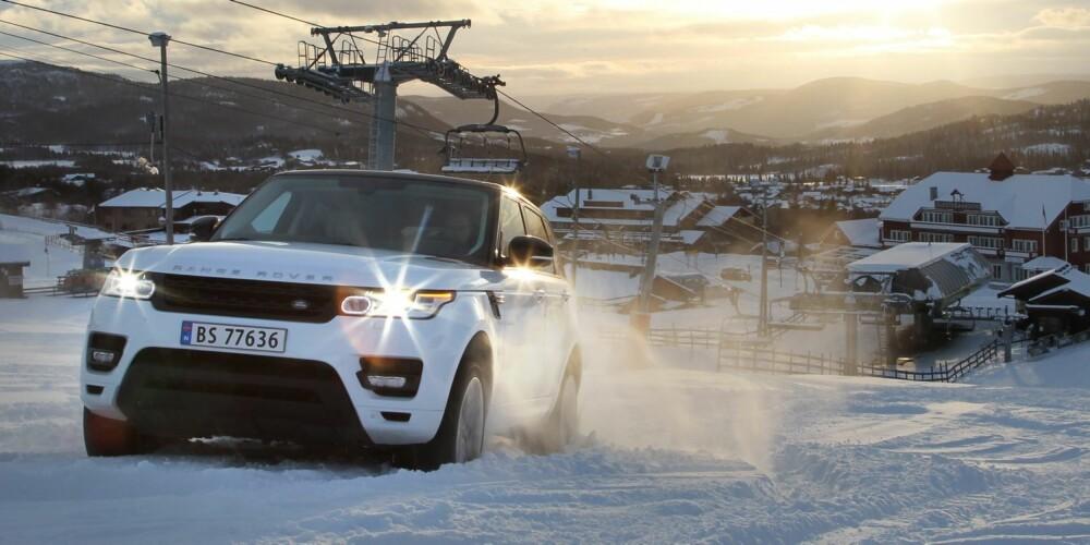 GROM: Range Rover Sport har grom motorlyd som det er lett å like. FOTO: Petter Handeland