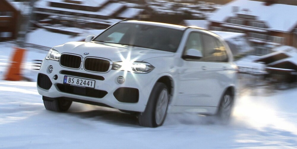 KOMMER LANGT: I BMW X5 handler det mer om veiegenskaper og mindre om offroad. Likevel kommer den seg like langt opp i bakken som de andre. FOTO: Petter Handeland