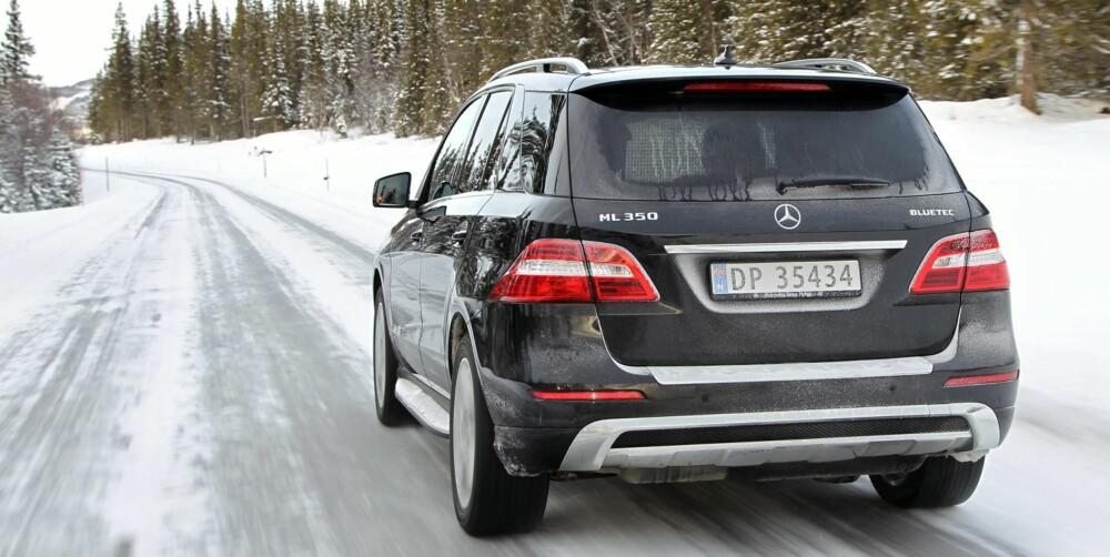 BEST PÅ DET PRAKTISKE: Mercedes ML er best på praktiske egenskaper og har solid interiør. Offroad-programmet hjalp oss ikke i snøen. FOTO: Petter Handeland