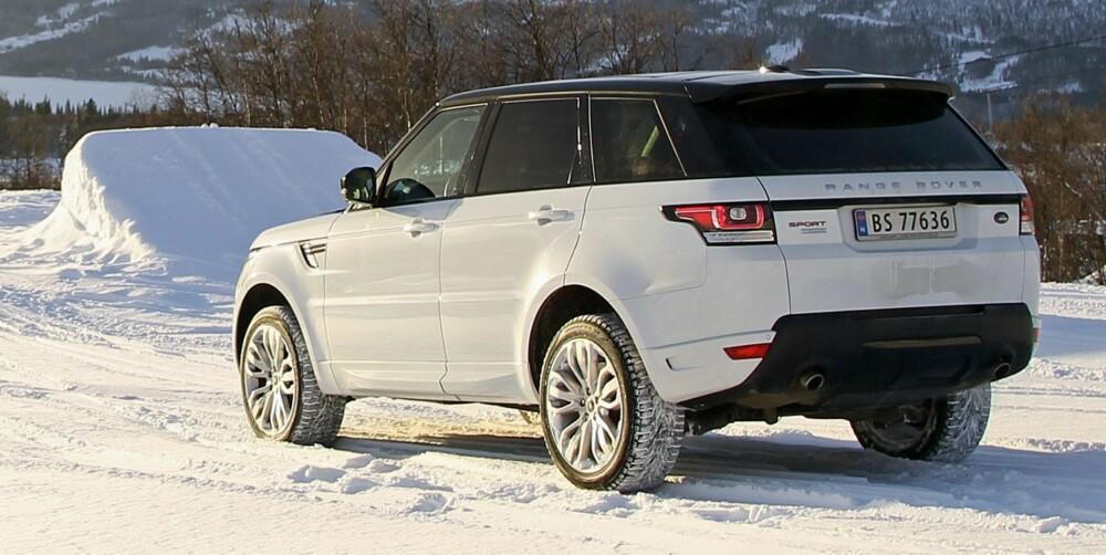 JÅLEBUKKEN: Range Rover Sport er barskere enn de andre utvendig, og herlig jålete innvendig. FOTO: Petter Handeland