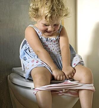 FÅR DET IKKE TIL: Det er viktig å ta seg tid til dobesøk på ferie. Barn glemmer ofte å gå på toalettet og kan derfor få forstoppelse.