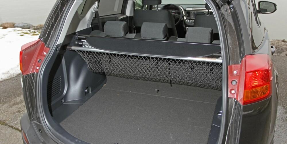 STORT ROM: Den ekstra lengden gir ekstra plass i bagasjerommet. Oppgitt volum er hele 547 liter.