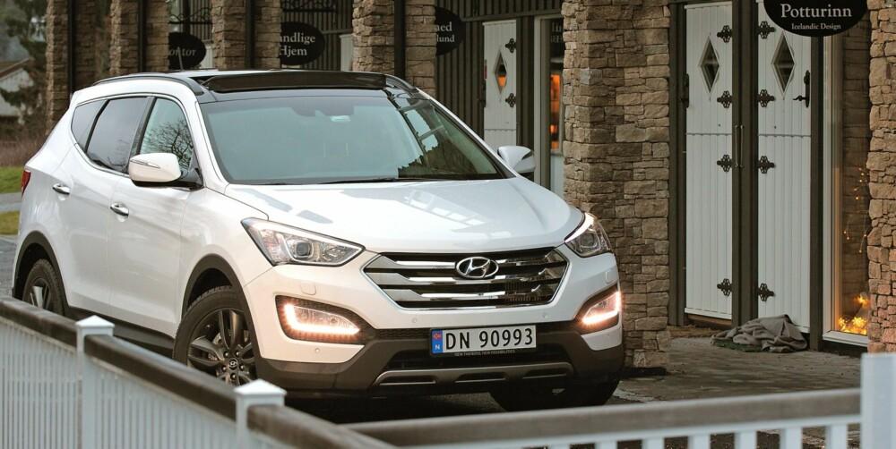 BARSK OG MODERNE: Hyundai har tatt syvmilsteg på design de siste årene, og Santa Fe er ikke et unntak. Den nye SUV-en ha moderne linjer og barsk framtoning. FOTO: Petter Handeland