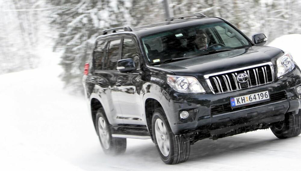 KONGE: Selv om Toyota Land Cruiser kanskje ikke er vårt førstevalg på veien, tar den igjen i terrenget.