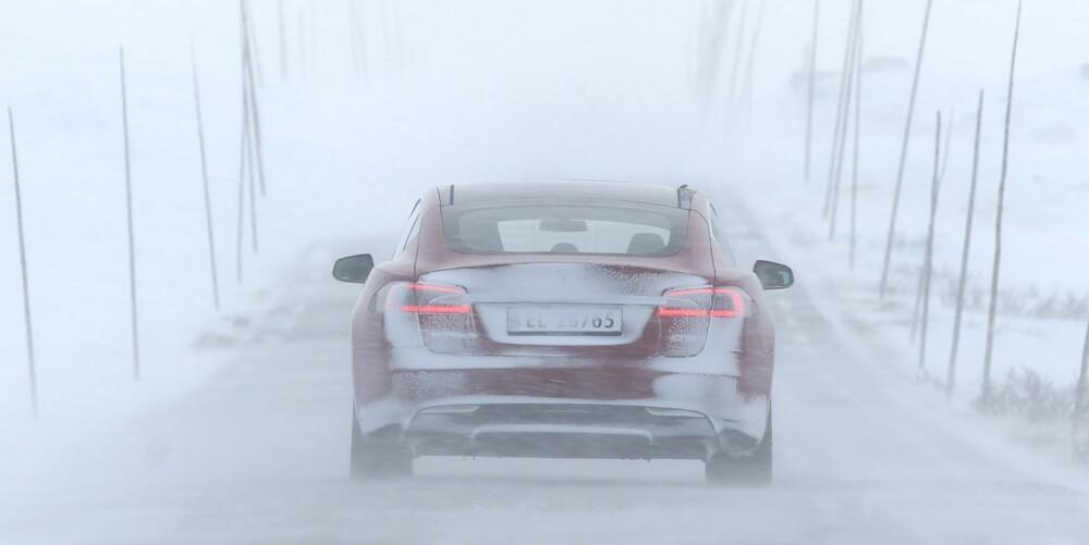 DUGER: Nå vet vi at Tesla Model S duger om vinteren også. I kulda holder batterikapasiteten bra om du bruker den med omhu.
