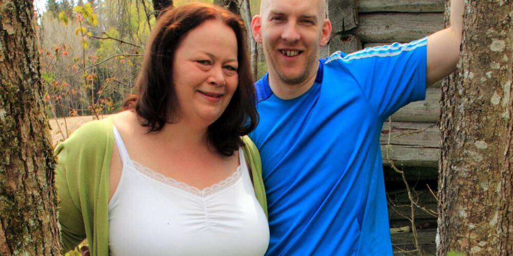 TO OM DET: Lena Beatrice Aronsen har fått god støtte av samboeren.