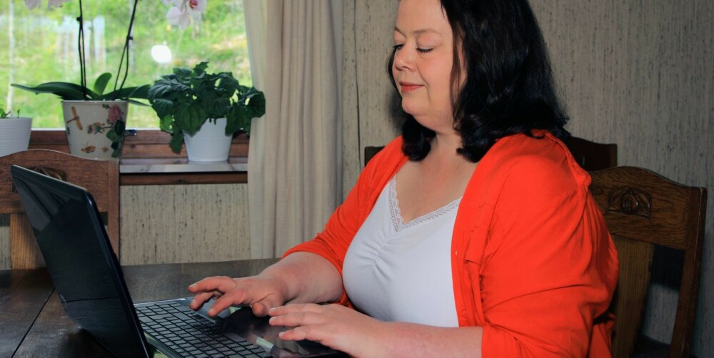 ROSABLOGGER: - Du kan kanskje si at jeg er en alternativ rosablogger  - en godt voksen, ikke altfor strømlinjeformet dame, som det er enkelt å identifisere seg med, sier Lena Beatrice Aronsson.