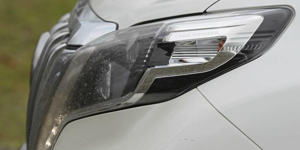 SYNLIG: Mer LED og mer krom er blant Toyotas virkemidler for å få Land Cruiser til å virke tidsriktig. FOTO: Petter Handeland