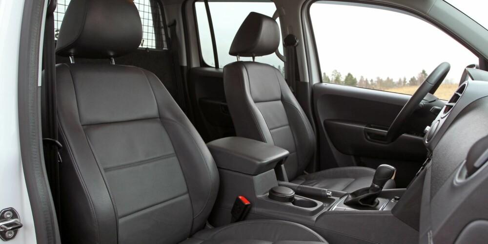 GODE SETER: Testbilens skinnseter koster ekstra, men er gir god sittekomfort. Verdt å prioritere dersom du tilbringer mye tid i bilen.
