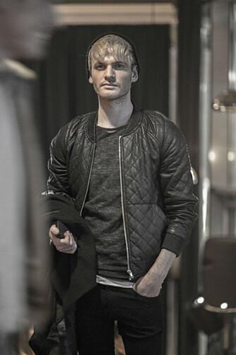 MOTESTYLIST: Frank Ragnarsson er utdannet motestylist ved SOFI School of Fashion Industry i Oslo, og drev lenge motebloggen Franka for menn. Tidligere i år var han deltager i Stylistene på VGTV.