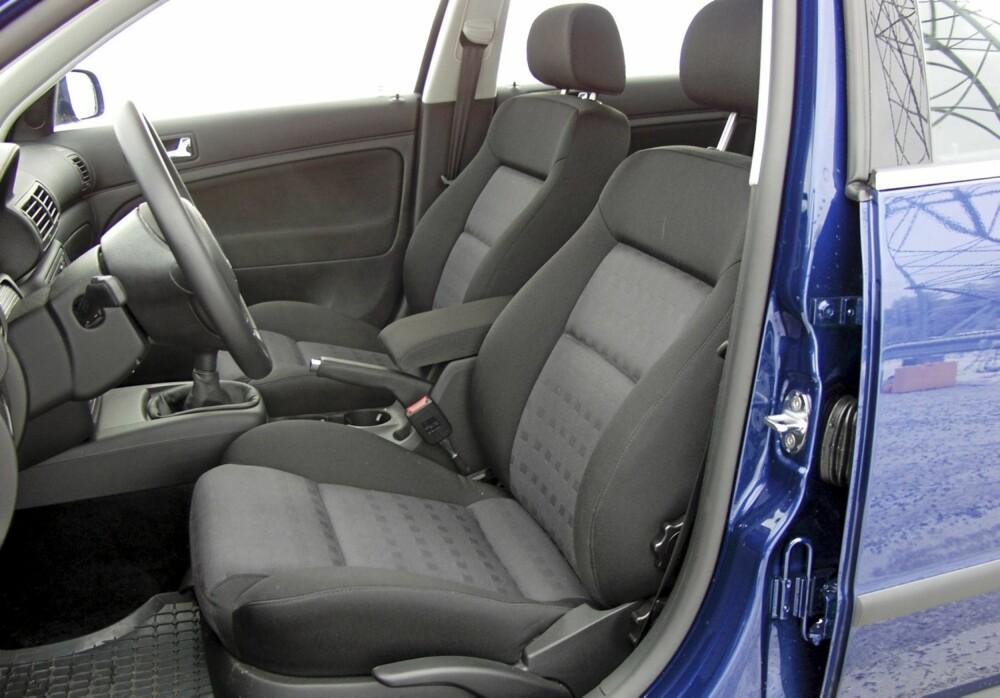 SITTER GODT: Seter og sittestilling er et stort pluss for denne generasjonen av VW Passat.