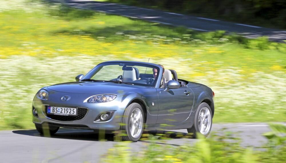SOMMERGLEDE: Alt du behøver er en Mazda MX-5, og en svingete landevei.