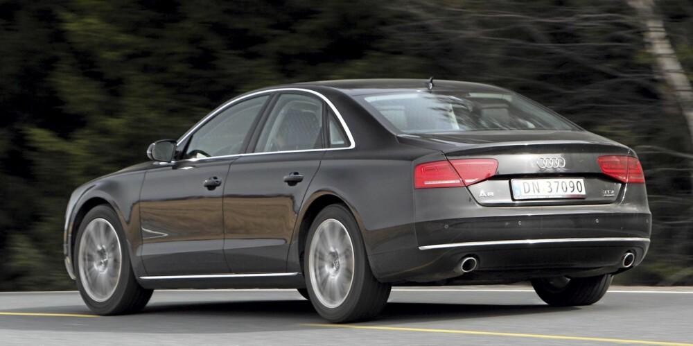 DISKRESJON: Det er mer dempet eleganse enn støyende brauting ved Audi A8. Og det liker vi.