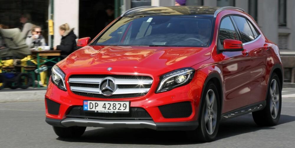 PIMPA: Om selve bilen ikke er stort høyere enn en vanlig kompaktbil, så er fronten desto kraftigere. Fra førerplass ser man mye av panseret - det er ikke vanlig i kompaktbiler i 2014. FOTO: Petter Handeland